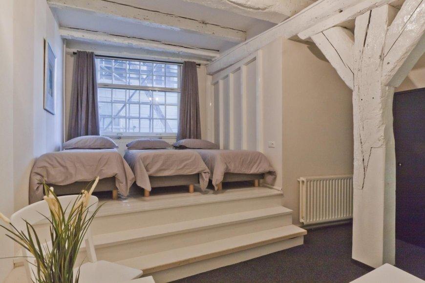 Кровати у окна своими руками 40