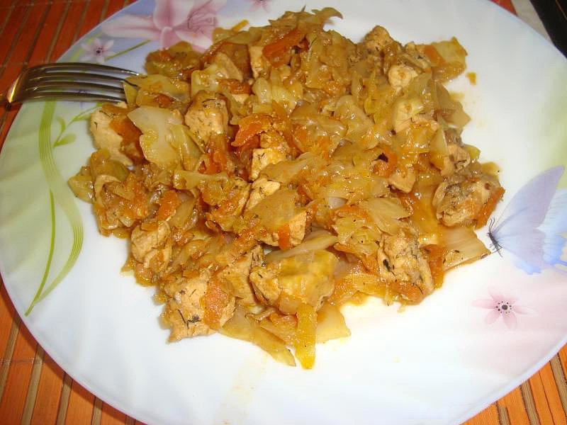 как приготовить капусту тушеную с куриной грудкой