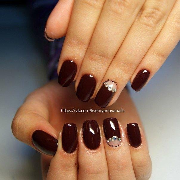 Темно бордовый дизайн ногтей