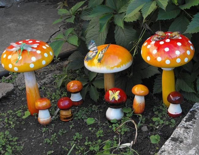 Как раскрасить грибы для сада своими руками
