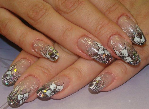 Рисунок на ногти миндальной формы