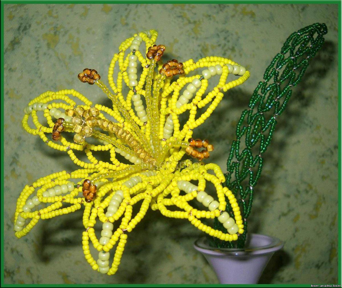 Ажурный цветок из бисера фото