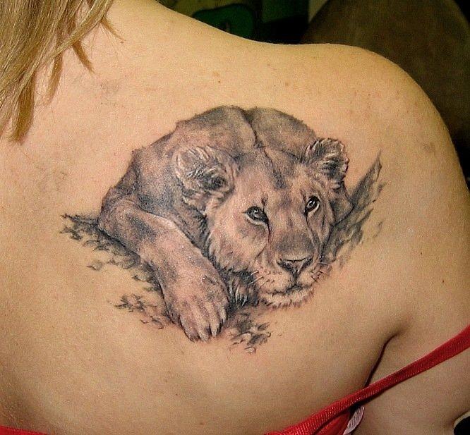 Женские тату львица