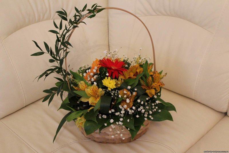 Композиции из цветов в корзине своими руками фото