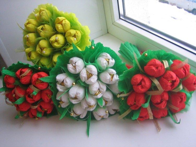Подарки из гофрированной бумаги с конфетами своими руками