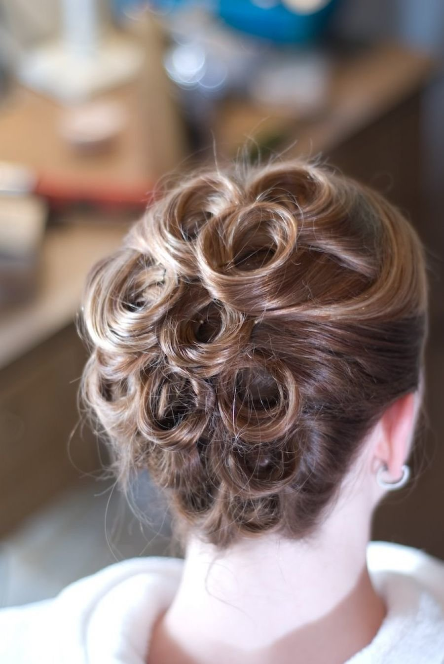 Праздничные прически на жидкие длинные волосы