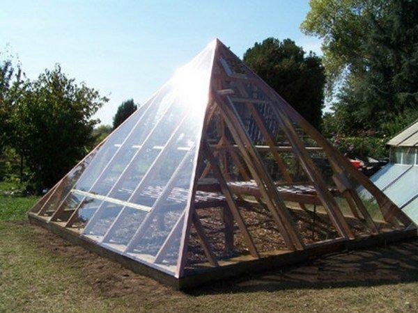 Пирамида из бруса