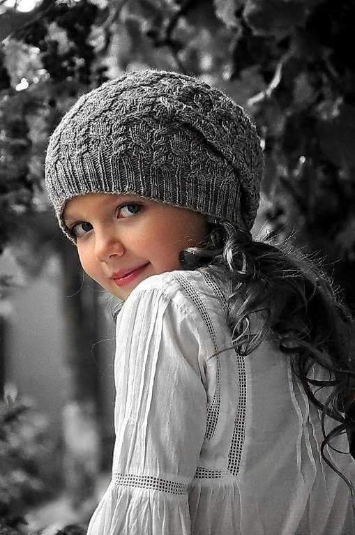 Вязание осенних шапочек для девочек 12