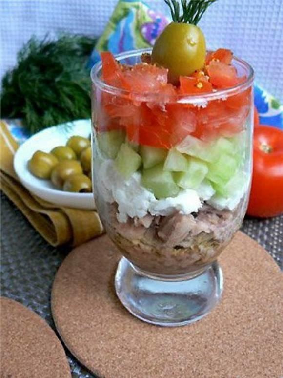 Порционные салаты в креманках с
