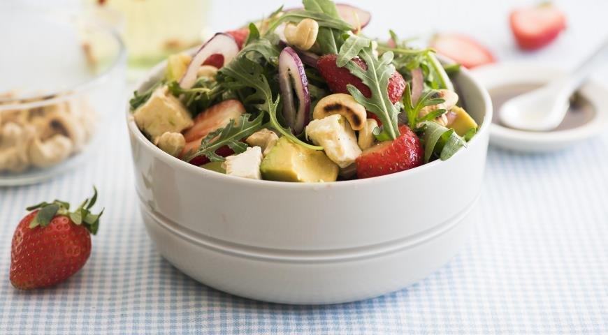 Салат с руколой и клубникой рецепт с пошагово