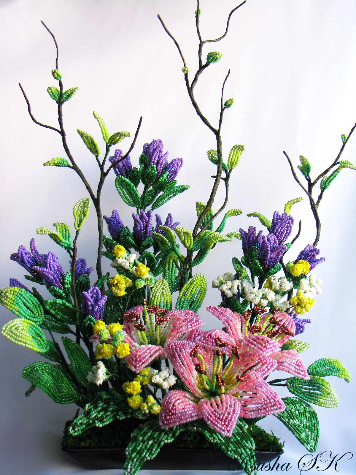 Композиции цветов из бисера мастер класс