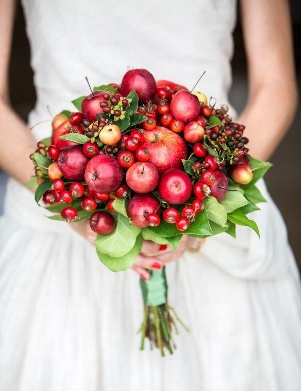 Букет из яблок и цветов своими руками
