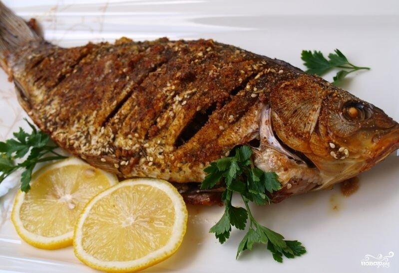 Как запечь рыбу карасей в духовке