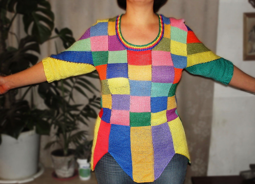 Разноцветные вязаные вещи своими руками 78