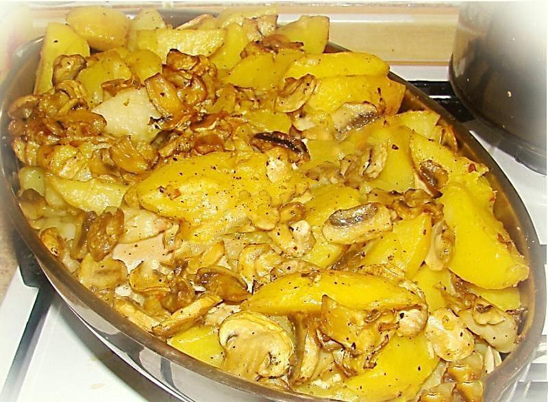 Картошка в духовке с курицей и шампиньонами рецепт с пошагово в духовке