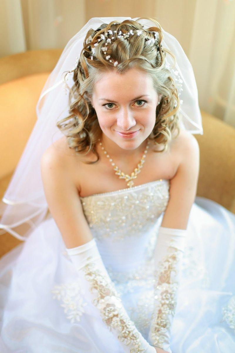 Прически на свадьбу с короткой фатой фото