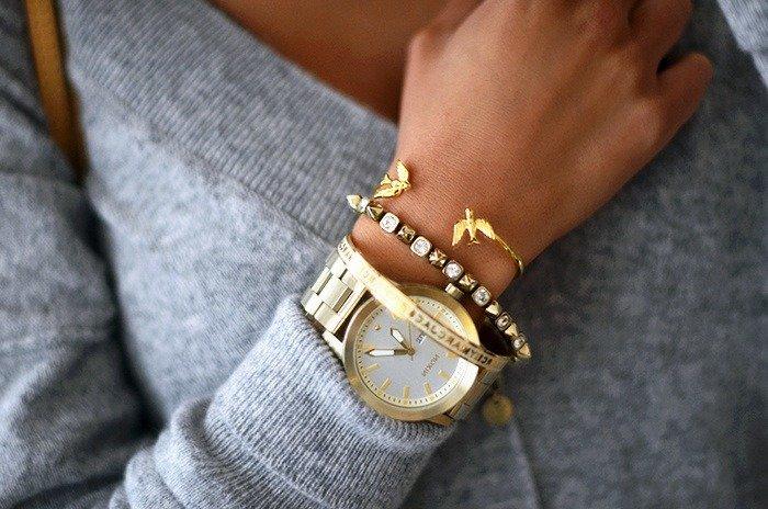Женские модные часы фото руку
