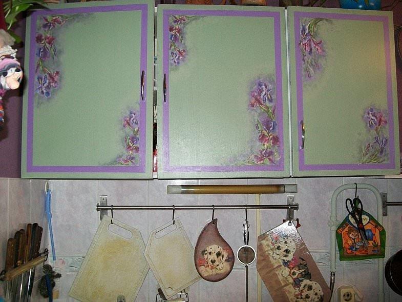 Как обновить старый кухонный шкаф своими руками