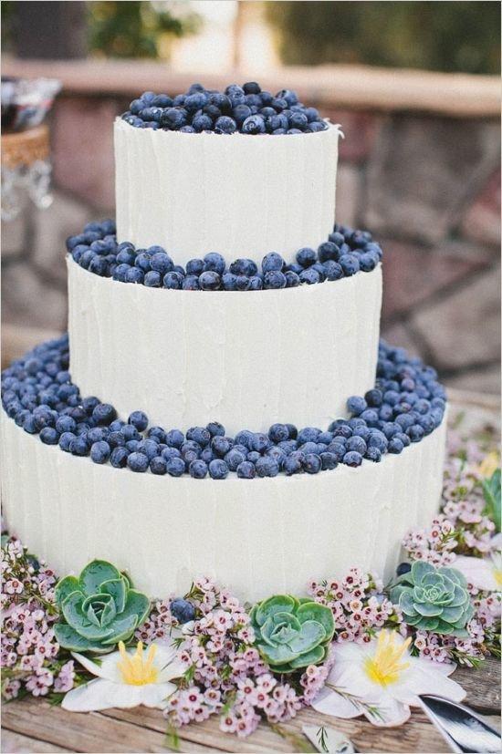 Свадебные торты с черникой
