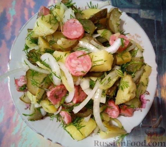 Салат немецкий с копченой колбасой