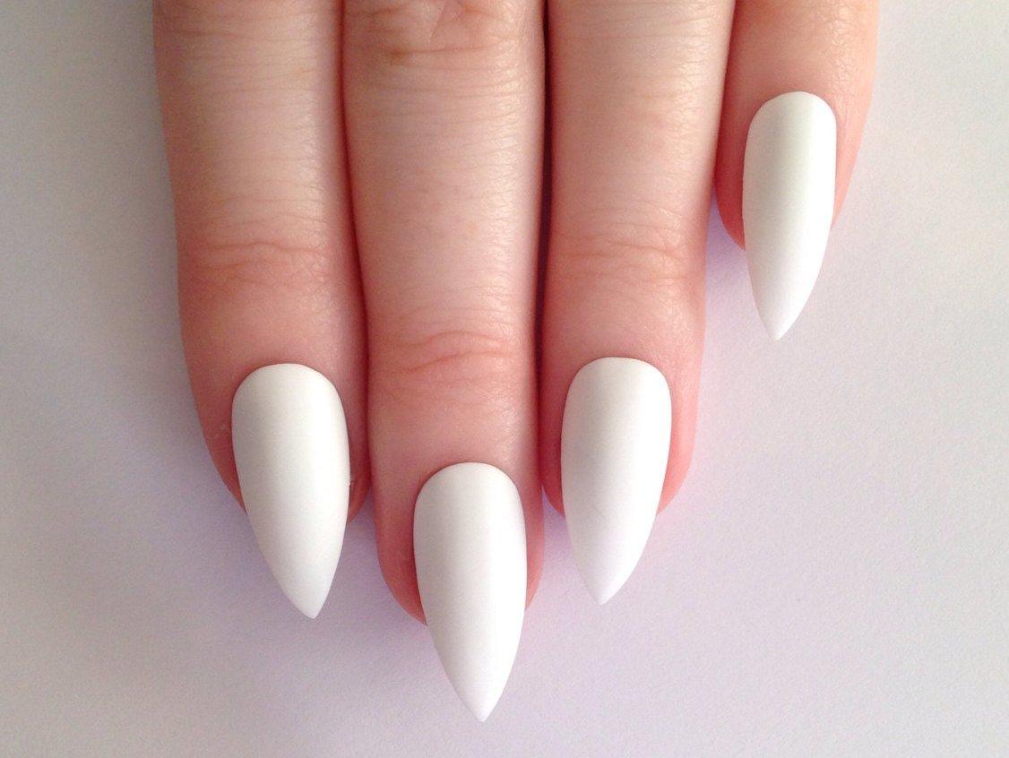 Маникюр на ногти широкой формы