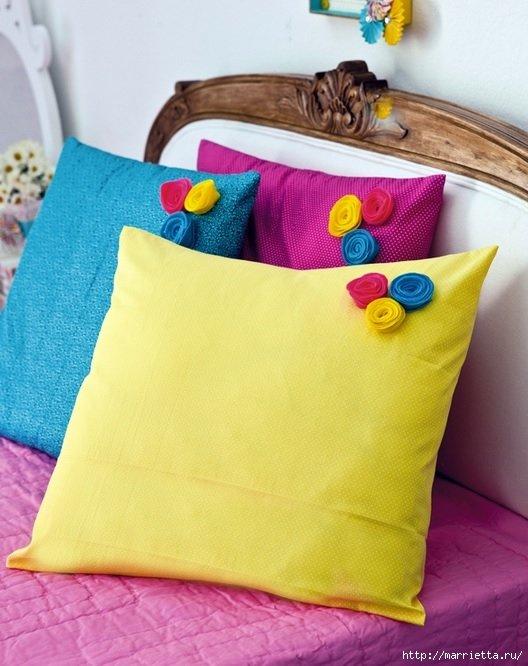 Яркие подушки с маленькими розочками - карточка от пользователя tihon4eva в Яндекс.Коллекциях