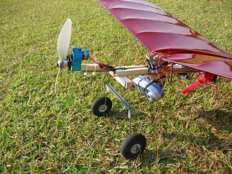 Радиоуправляемый самолёт своими руками с двигателем 2