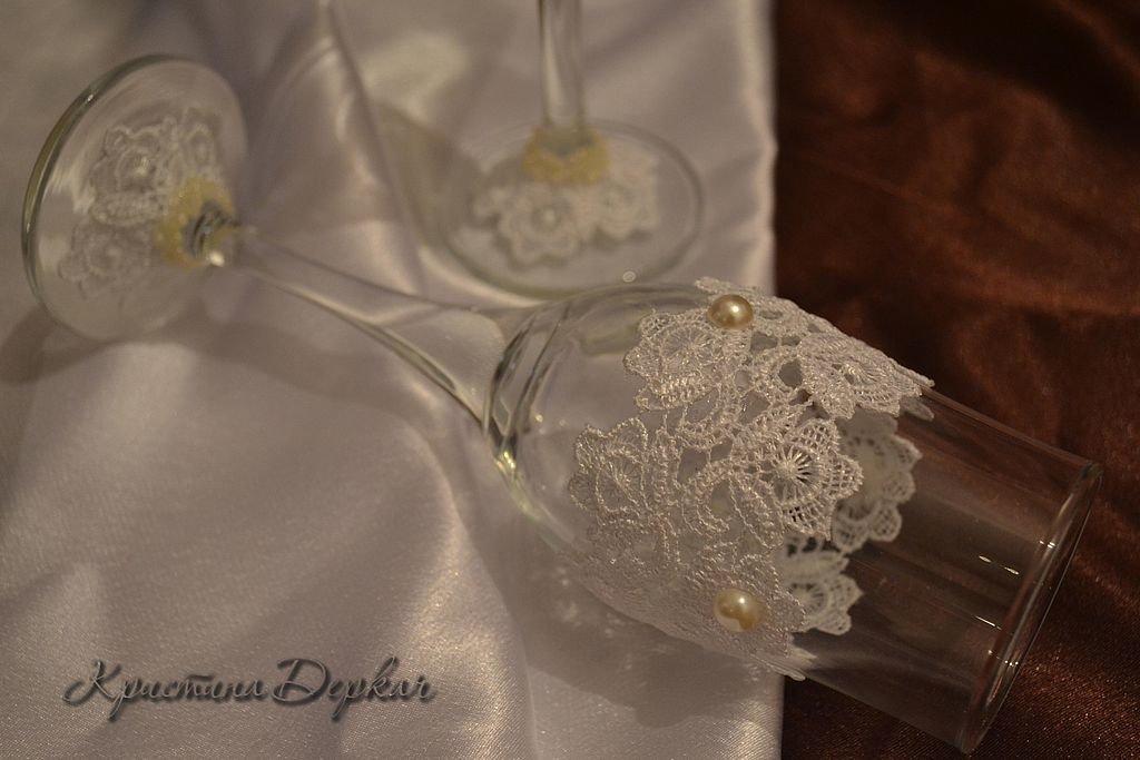 Украшение бокалов кружевом на свадьбу своими руками 34