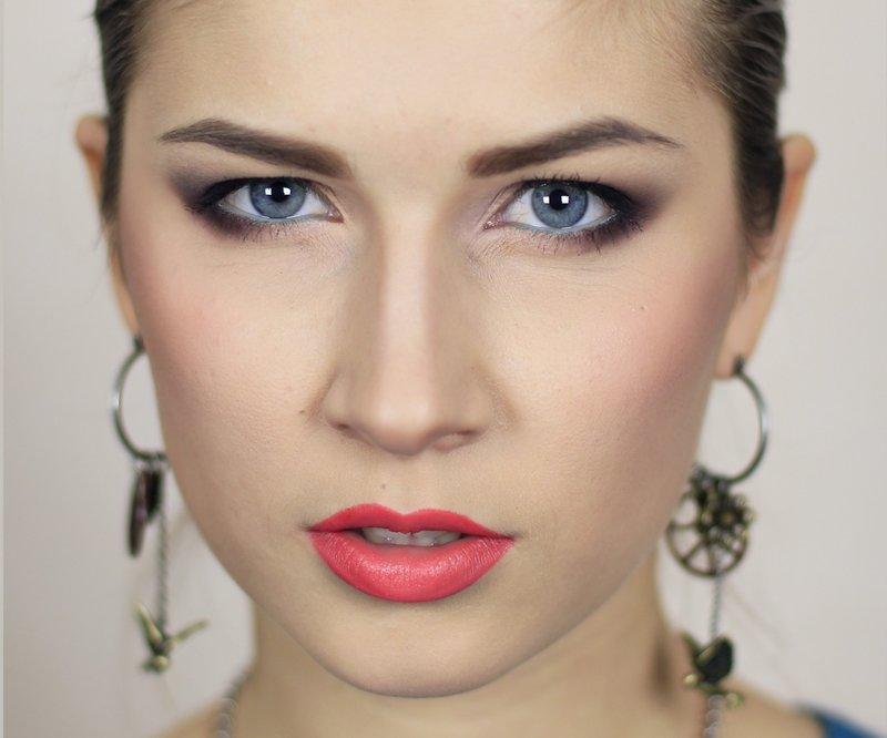 Фото макияж для зеленых глаз с опущенными веками