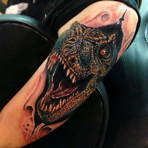 Тату динозавра на руке