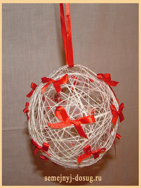 Игрушки своими руками из ниток и шарика