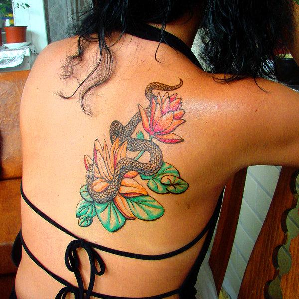 Татуировки змеи для девушек 28