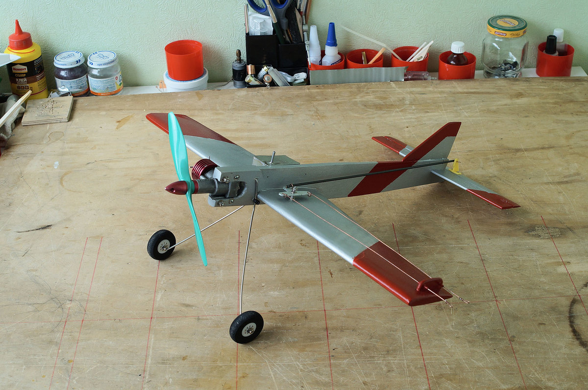 Кордовая модель самолета с электродвигателем своими руками 33
