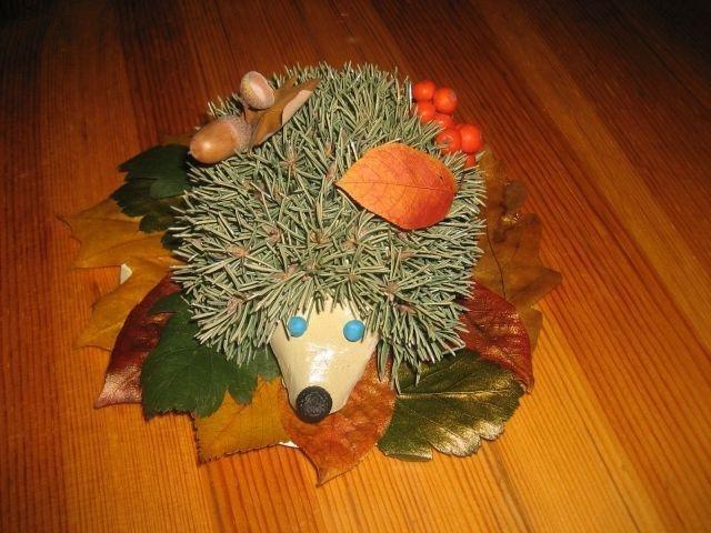 Поделки на тему осень своими руками для детского сада из шишек ежик 5