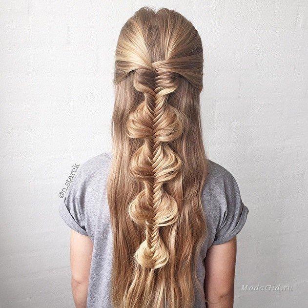 Прическа с косичкой для девочки на распущенные волосы