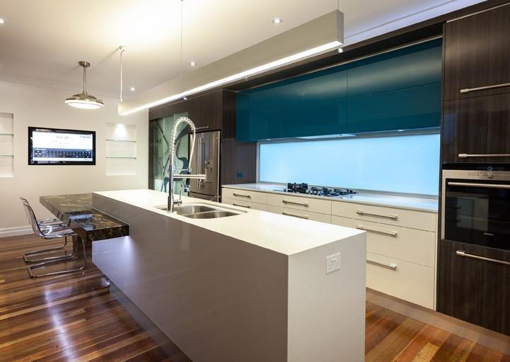 Дизайны кухонь с островками
