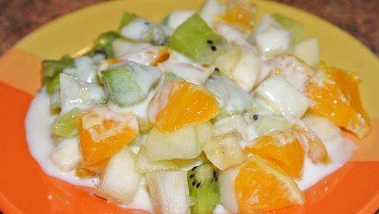 Фруктовые салаты с йогуртом