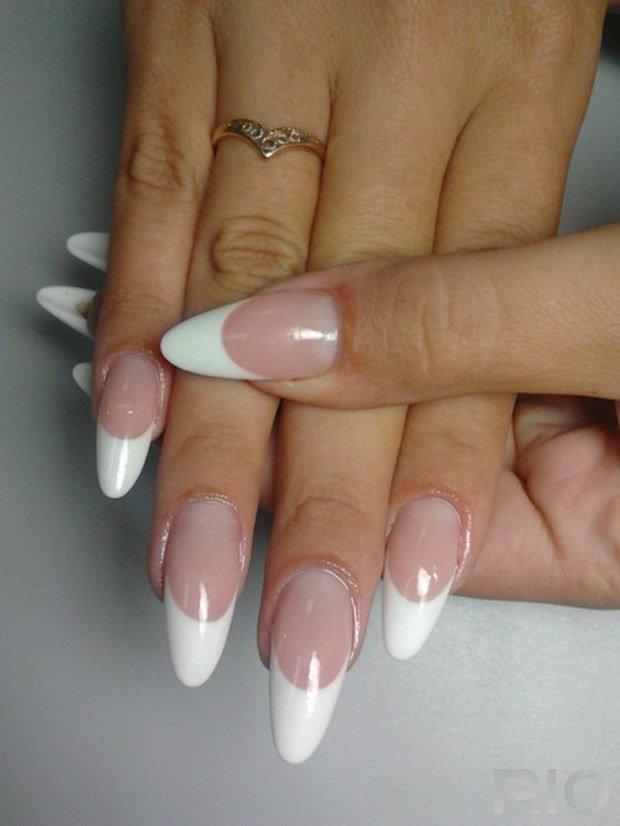 Одно белый френч нарощенные ногти