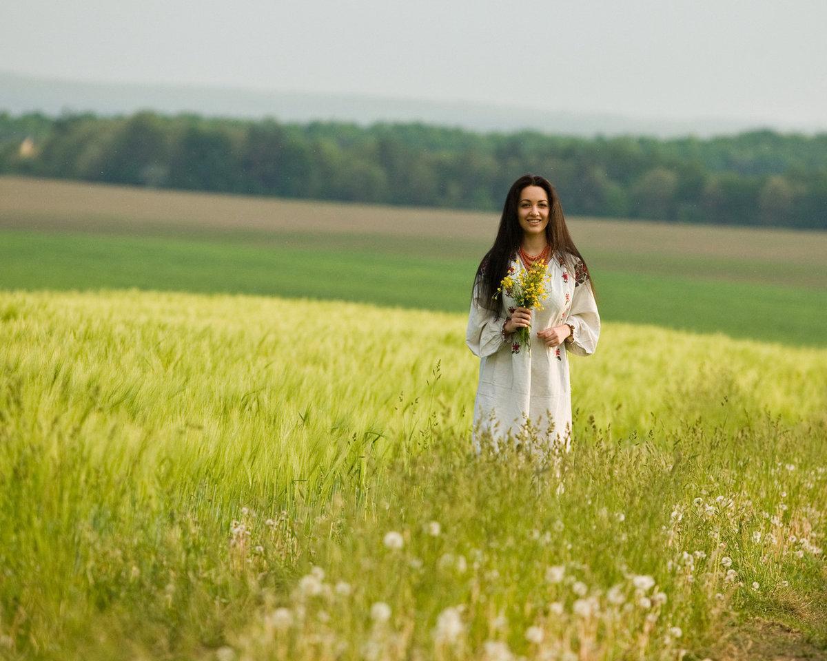 Фото девушек с косами в поле