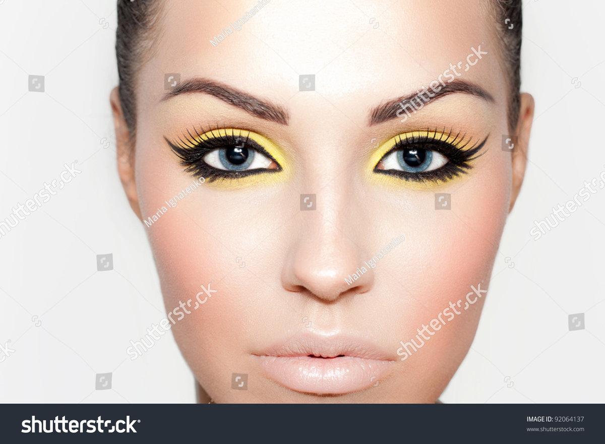 Макияж вытягивающий глаз фото
