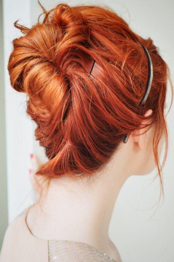 Прическа на рыжие средние волосы