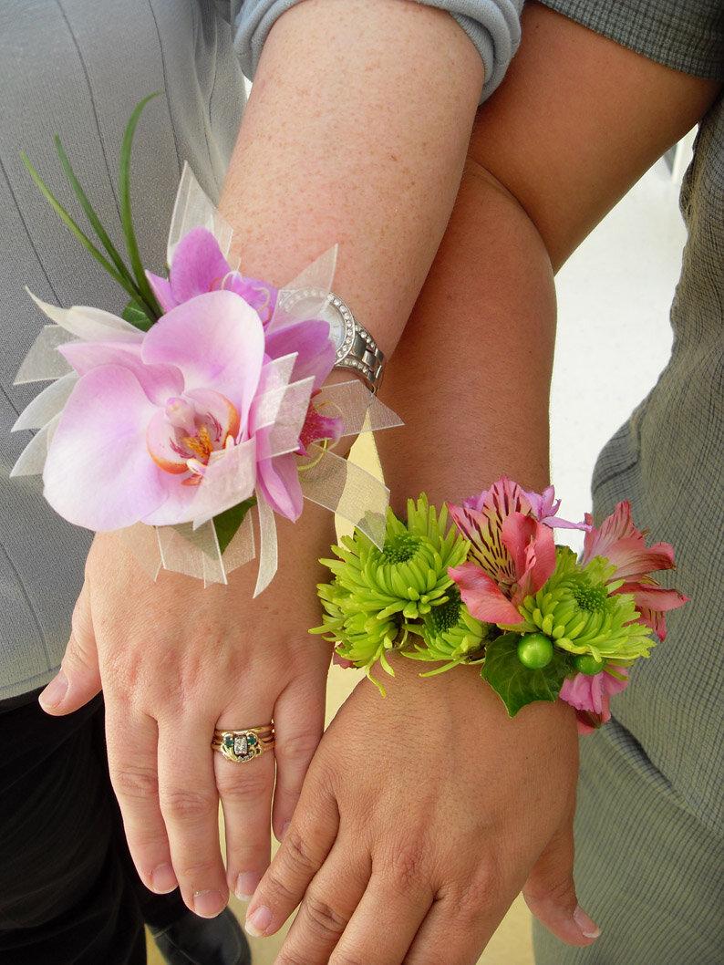 Бутоньерки из живых цветов для подружек невесты своими руками
