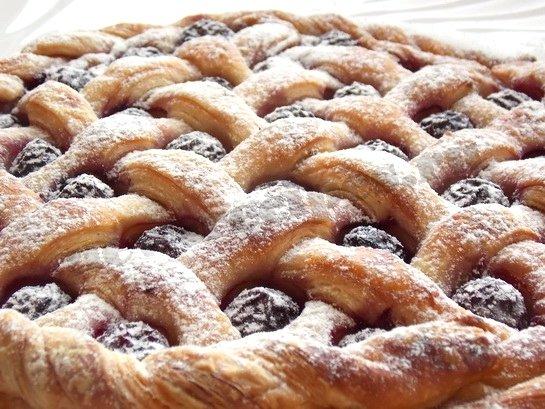 Пирог с вишней из дрожжевого слоёного теста рецепт