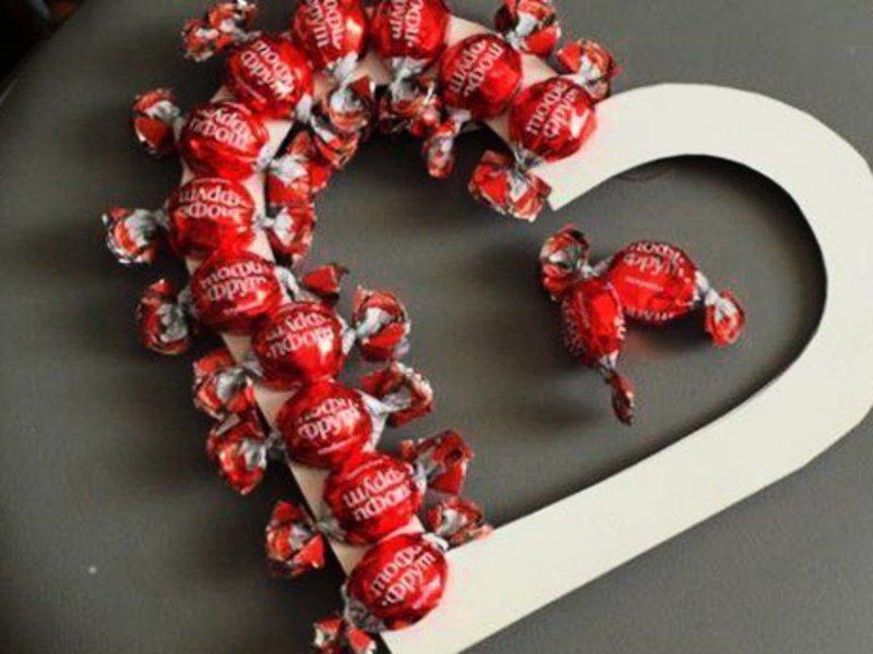Валентинка своими руками из сладостей