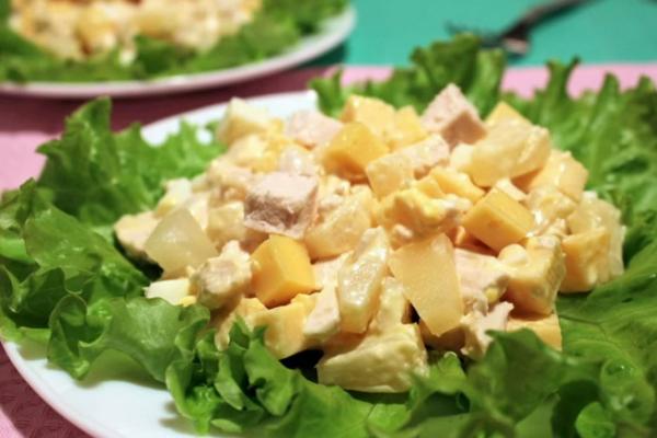 Салат с сыром и ананасом и курицей слоями рецепт