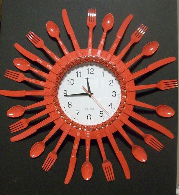 Часы из пластиковых ложек своими руками 30