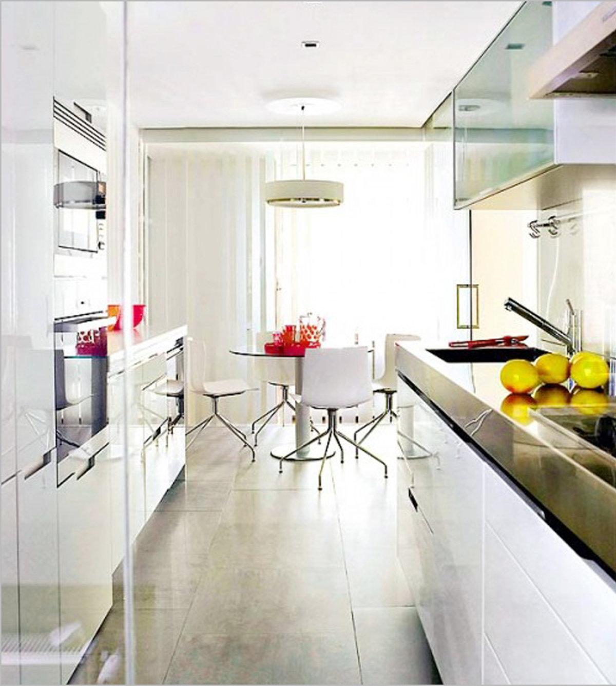 Фото дизайна узкой и длинной кухни