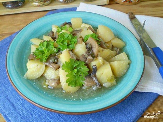 Картошка тушеная с грибами в мультиварке рецепт с фото