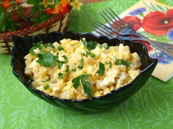Рецепт салата из кальмаров с яблоком с