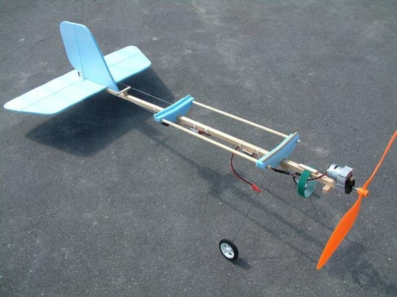 Как сделать летающий самолёт своими руками в домашних условиях 69